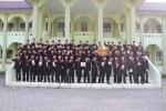 Wisudawan angkatan 6 berpose sebelum acara